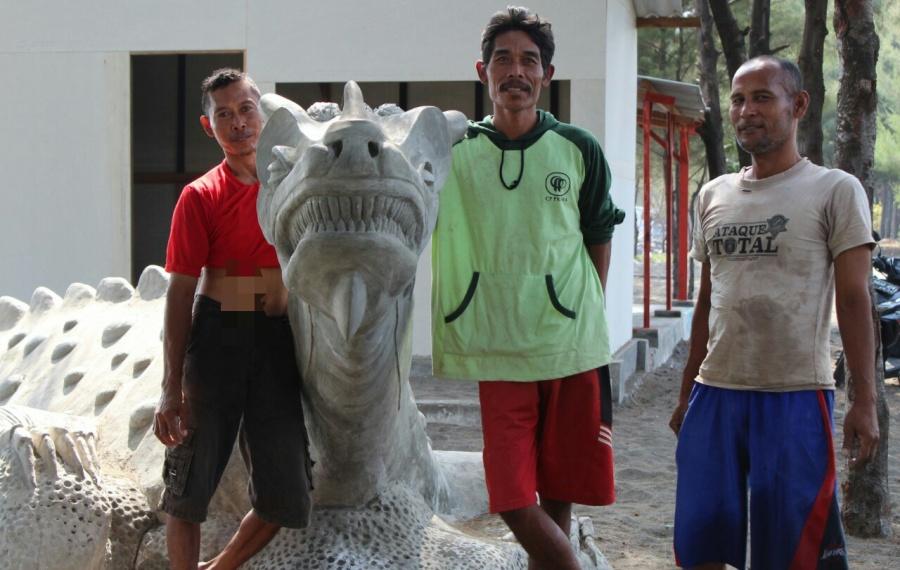 Setelah Komodo Kelompok Edu Mina Wisata Bangun Patung Dinosaurus Http Wartabahari Com